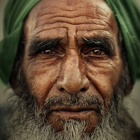 Bai by Jan Michael Vincent Castillo - People Portraits of Men ( old, pakistani, vincent, portrait, photography, pakistan, michael, balbas, pokleng, castillo, mahaba, beard, jan, matanda, senior citizen, man )
