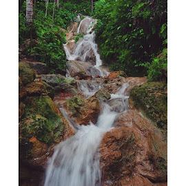 We can't help being thirsty,  moving toward the voice of water.. . by Djatoyz Alvian - Nature Up Close Water ( Rumi, nikon, nikontop, d90, nikonian, nature, jump, jumpsuit, free, green, mountains, grass, kulonprogo, cave, girl, kedungpedut, waterfall, water, top, curug, river, panoramagirimulyo, girimulyo, watespahpoh, djatoyz, dp )