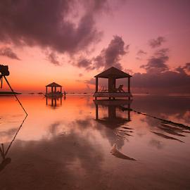 The Landscaper by Nghcui Agustina - Landscapes Sunsets & Sunrises ( photographer, sunrise, beach, landscape, taking a photo, photographers, photographing, photographers taking a photo, snapping a shot )