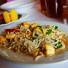 by Zaameedhearts Zahirshah - Food & Drink Plated Food