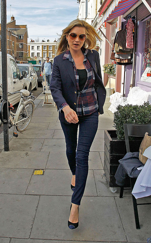 LONDON, UNITED KINGDOM - MARCH 24: Kate Moss is seen on March 24, 2011 in London, United Kingdom. (Photo by Bauer-Griffin/GC Images)