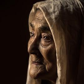 Waiting by Miad Masuz - People Portraits of Women ( bdphotographer, streetphotography, bangladesh, people, travel photography, portrait )