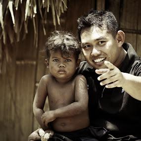 Jahai Negrito by Oren Kaler - People Street & Candids ( children, lake, candid, people )