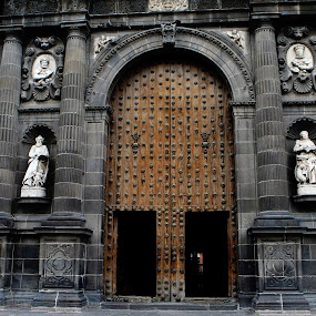 Big, big entrance by Cristobal Garciaferro Rubio - Buildings & Architecture Other Exteriors ( pwcopendoors, church, mexico, puebla, wood door )
