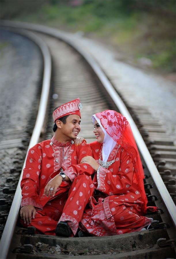 manis nya madu by Nik Abdullah - Wedding Bride & Groom