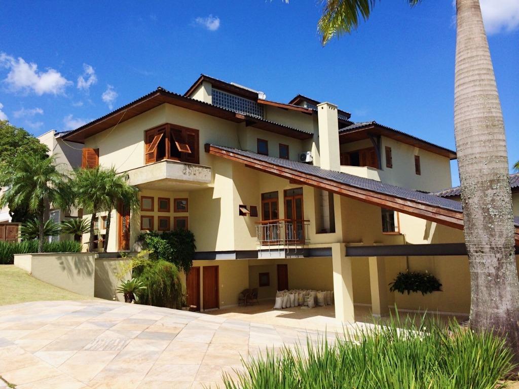 Lindíssima casa no Residencial Alphaville 10 com 970m2 de área construída e 1476 de terreno ! A casa é incrível !