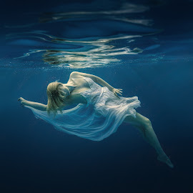 Light and darkness by Dmitry Laudin - People Fashion ( water, lace, girl, underwater, blue, dress, woman, swim, dark, white, light, hair )
