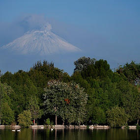 Lagoon and volcano by Cristobal Garciaferro Rubio - Landscapes Travel ( volcano, lagoon, mexico, puebla, popocatepetl, smoking volcano )
