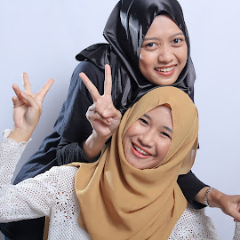 cople smile by Cahaya Photomedia - People Family