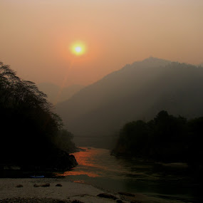 Early in the morning in Nepal. The Trisuliriver by Meint Woortman - Landscapes Mountains & Hills
