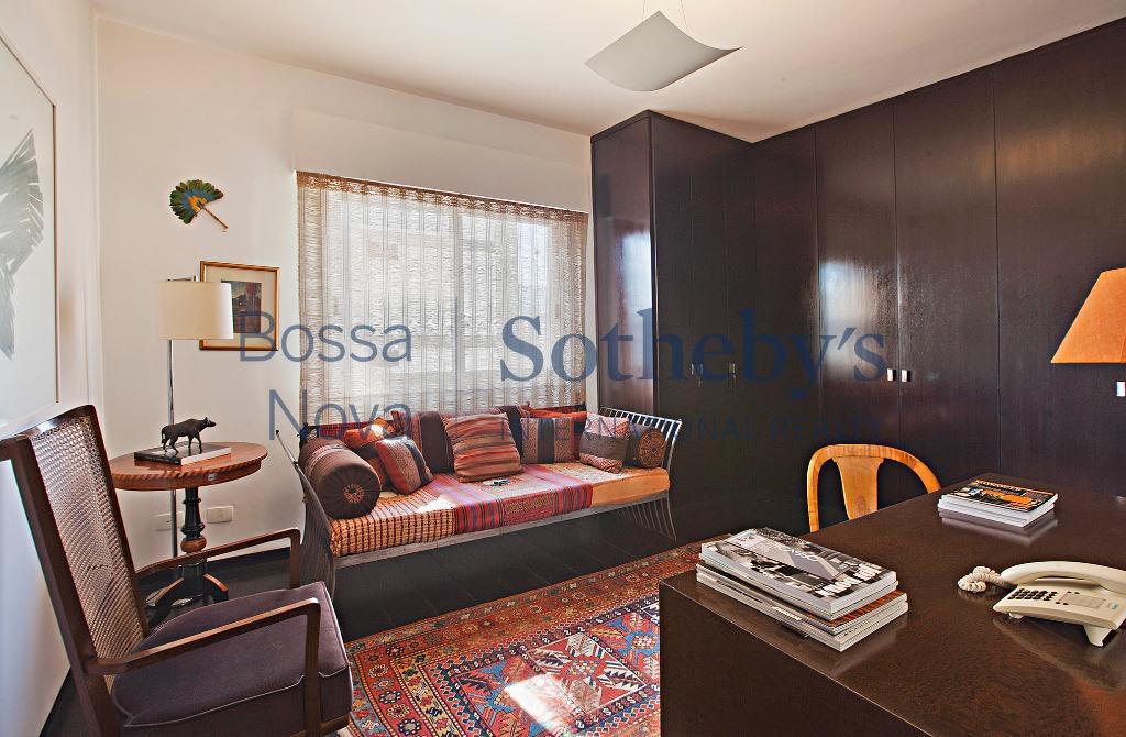 Apartamento reformado, mobiliado e moderno.