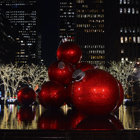 Red Ornaments by Rob Kovacs - Public Holidays Christmas ( , Christmas, card, Santa, Santa Claus, holiday, holidays, season, Advent )