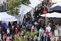 Butikkar og standar opnar med festivaltilbud