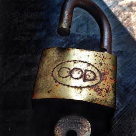Rusty PAdlock by Bryan Migz - Novices Only Objects & Still Life (  )