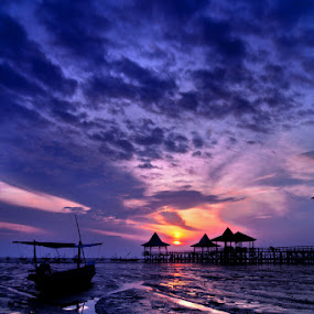 Kenjeran in frame by Teguh Ibrahim - Landscapes Sunsets & Sunrises ( sunrise )