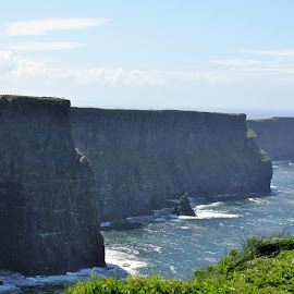 Cliffs of Moher by Julie Sawicki - Landscapes Caves & Formations ( water, ireland, cliffs, ocean, cave )