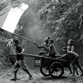 Play Cart by Haryadi Chalil - Babies & Children Children Candids ( human interest )