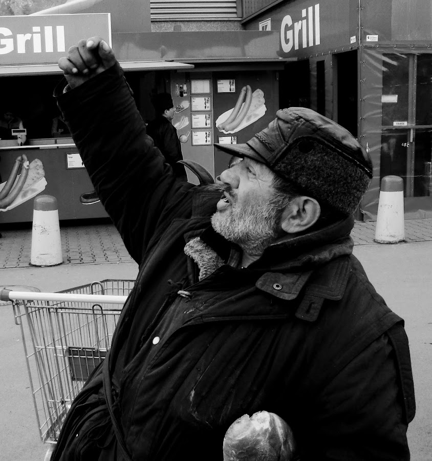 Dady!Give me a penny by Sorin Di Rokko - Black & White Portraits & People