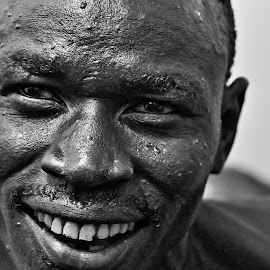 risata by Vito Masotino - Black & White Portraits & People ( kenya, travel, africa )