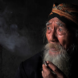 Javanese Old Man and His Sigarette by Tiz Brotosudarmo - People Portraits of Men