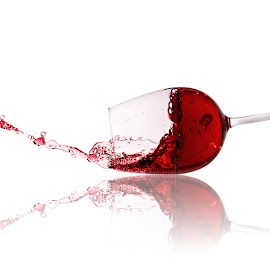 red wine splash by Christoph Reiter - Food & Drink Alcohol & Drinks ( red, red wine, white, glass )