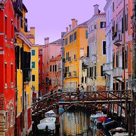Les couleurs du crépuscule by Gérard CHATENET - City,  Street & Park  Street Scenes