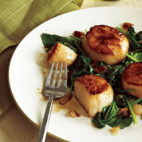 Pan-Seared Scallops with Bacon and Spinach
