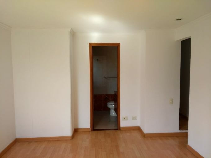 apartamento en arriendo el castillo 594-21084