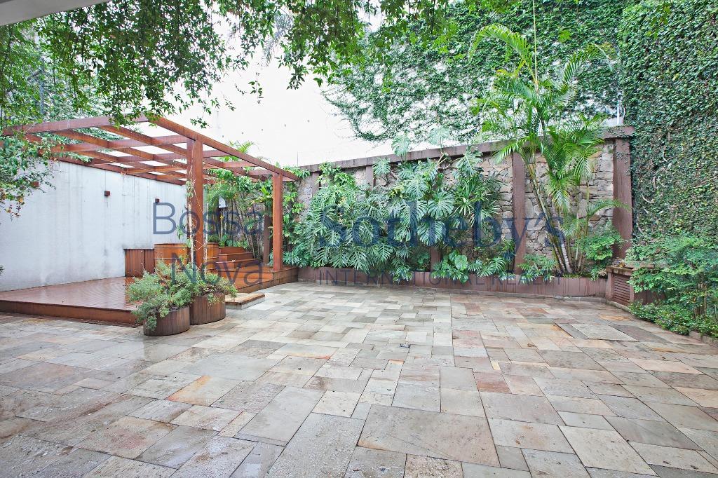 Casa com horta, no Alto de Pinheiros