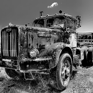 20130405_Richmond_TruckGraveYard_027_bw_1024.jpg