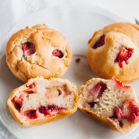 Low-Fat Strawberry Muffins (Vegan + Gluten-free Option)