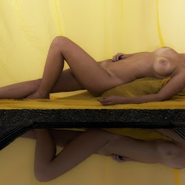 Reflection of a body by Cesare Riccardi - Nudes & Boudoir Artistic Nude ( mirror, body, woman, reflexion )