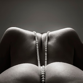 A slippery slope by James Wayne - Nudes & Boudoir Artistic Nude ( art nude, nude, black and white, pearls, bodyscape, artistic nude, symmetry, people, sensual )