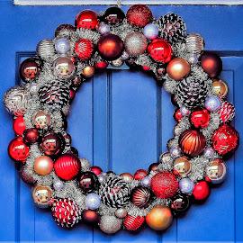 The Holiday Wreath by Sue Delia - Public Holidays Christmas ( holiday, christmas, door, wreath,  )