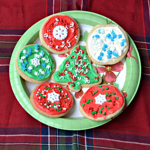 Easy Decorated Christmas Cookies with Betty Crocker Sugar Cookie Mix!