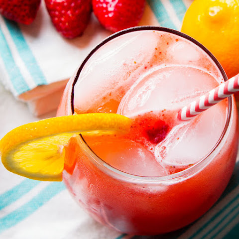 Fresh Easy Homemade Strawberry Lemonade