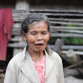 Ompung by Daniel Pasaribu - People Portraits of Women ( ompung, smile, grandmother )