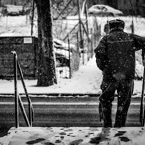 Old man and the snow by Péter Nagy - People Street & Candids ( snow, bw, man )