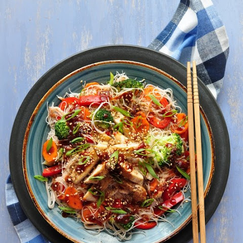 Vermicelli Rice Noodles with Stir-fried Chicken and Sriracha-Soy Sauce