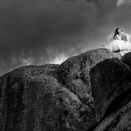 Amor escrito na pedra by Ricardo Costa - Wedding Bride & Groom ( clouds, black and white, dress, wedding, stone, bride and groom, bride, trash the dress )