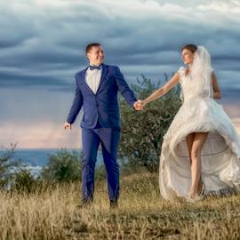 Hand in hand by Vasiliu Leonard - Wedding Bride & Groom ( fotografii nunta, fotograf nunta iasi, wedding, luxmariaj, bride, vasiliu leonard, groom, nunta )