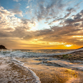 Sunrise in Ilhota Beach by Rqserra Henrique - Landscapes Beaches ( waves, sunrise, brazil, beach, colorfull, clouds, rqserra )