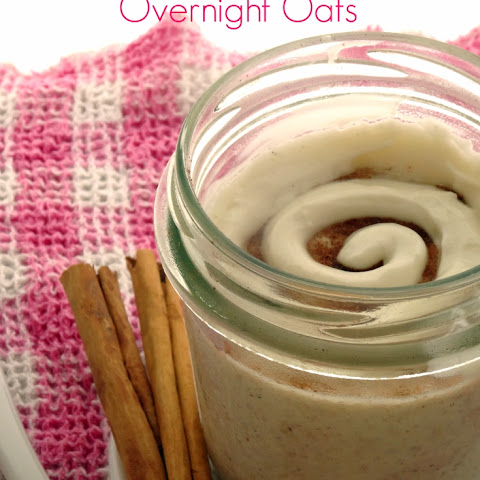Healthy Cinnamon Roll Overnight Oats