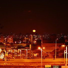Today's Moon rising in the valley of Glicério and Mooca in São Paulo SP - Brazil by Marcello Toldi - City,  Street & Park  Vistas