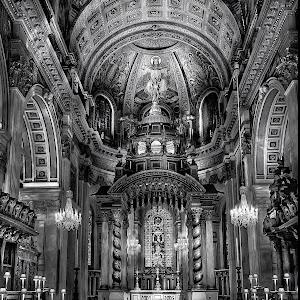 Inside St Pauls bw.jpg
