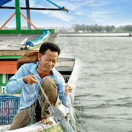 Traditional Fisherman by Widianto Didiet - People Portraits of Men