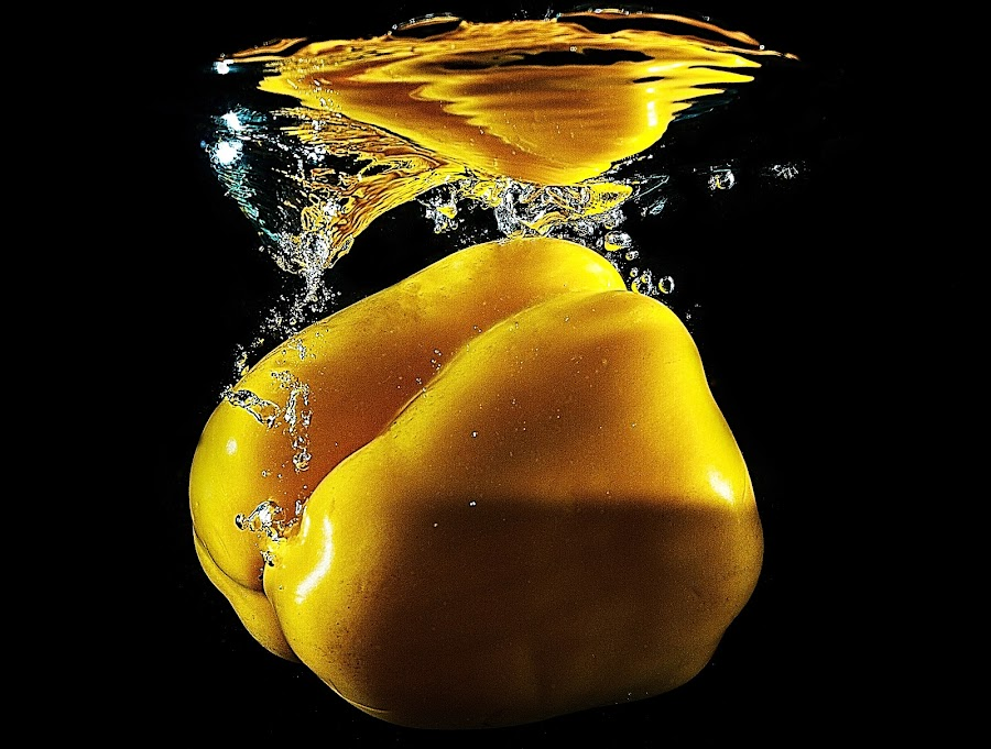 Splashing Pepper by Senthil Damodaran - Food & Drink Fruits & Vegetables ( water, splash, food, pepper, vegetable )