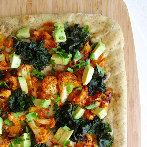 Buffalo Cauliflower Pizza with White Garlic Sauce