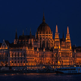 Budapest Parliament building by Sue Huhn - Buildings & Architecture Public & Historical ( hungary, budapest, night photography )