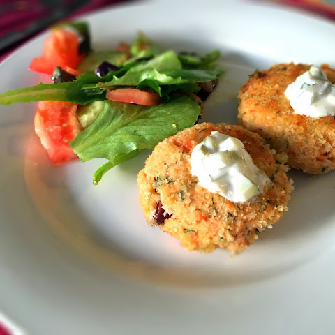 Salmon Cakes With Garlic and Dill Pickle Dip